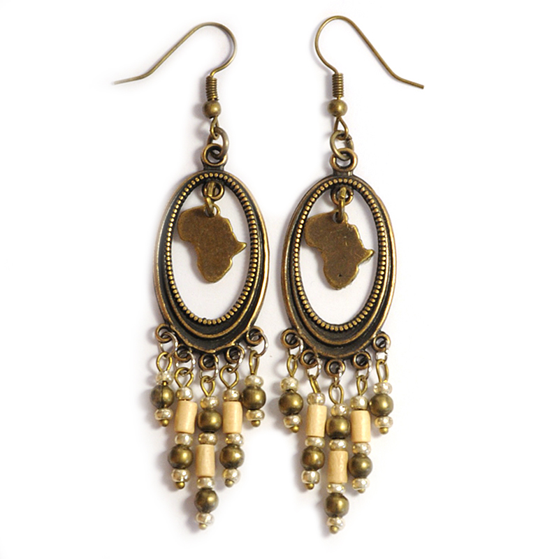 Chandeliers with wood and antique brass earrings