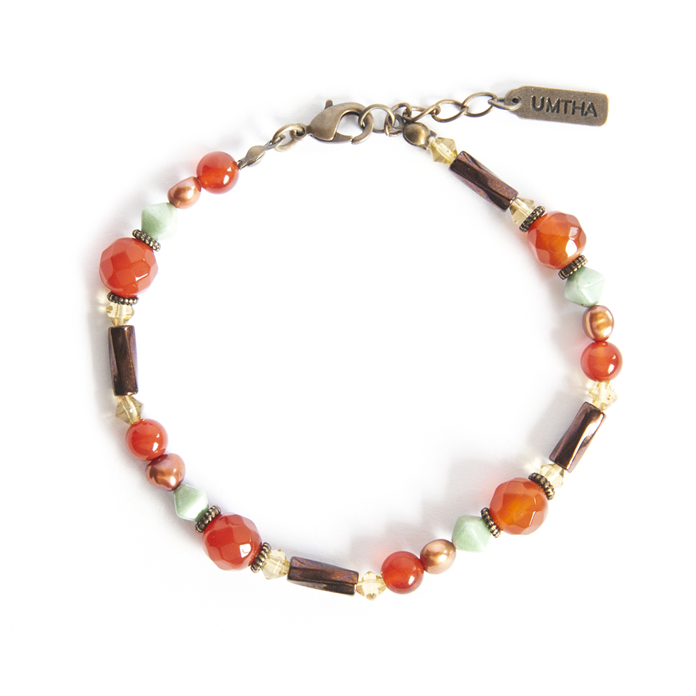 A delicate bracelet with a rich, warm feel. Round Carnelian gemstones, with freshwater pearls