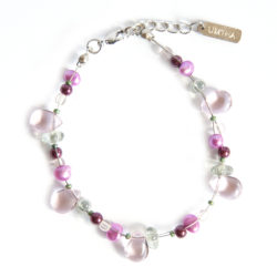 A delicate blend of freshwater and glass pearl bracelet